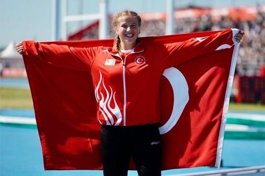 Münevver Hancı, cirit atmada ülkemize bronz madalya kazandırdı