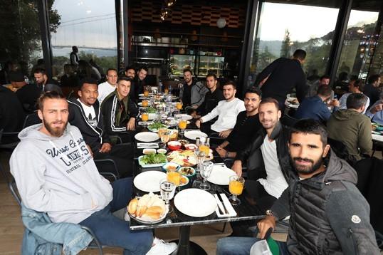 Futbolcularımı kahvaltıda bir araya geldi