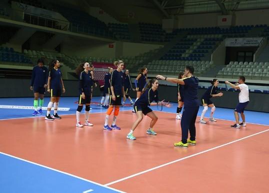 Fenerbahçe 1,5 saat süren antrenman sonrası hazırlıklarını tamamladı