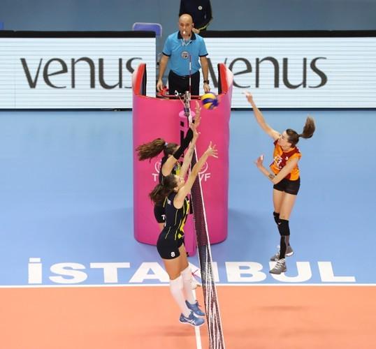 Fenerbahçe, Galatasaray'ı 3-0 mağlup etti