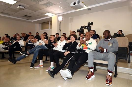 Fenerbahçe'den eğlenceli basın toplantısı